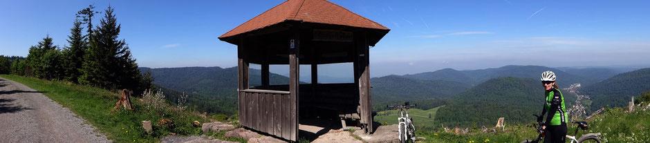 Ausblick von der Schweizerkopf-Schutzhütte auf 835 m ü. NHN
