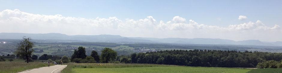 Blick vom Diegelsberg ins Filstal und auf die Blaue Mauer der Schwäbischen Alb, Bild: RTC Stuttgart