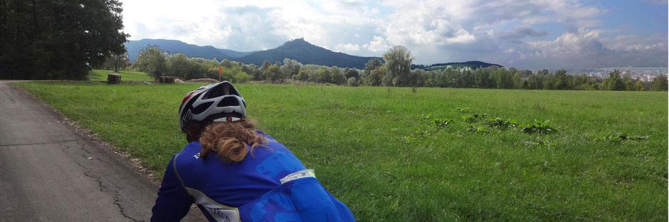 Im Hintergrung die Burg Hohenzollern auf dem Weg ins Killertal