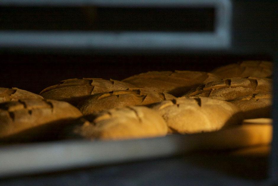 Le pain artisanal de David Wicker - Azillanet - Marché bio à Narbonne tous les samedis - vague(s) magazine intuitif et évolutif