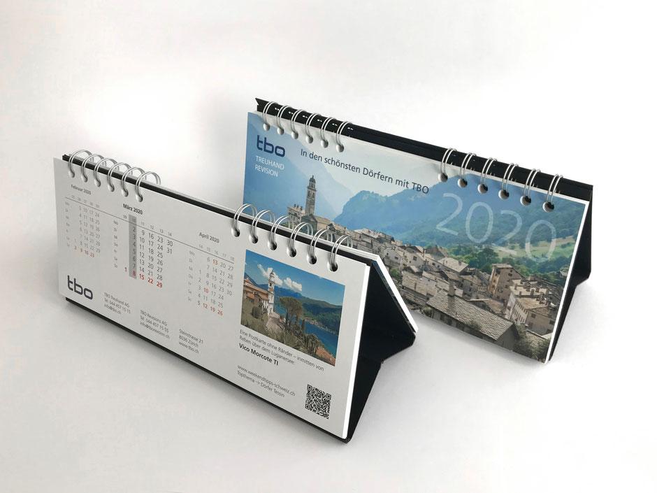 Dieser Kalender beinhaltet neben dem 3-Monatskalendarium einen Reisetipp, welcher durch den QR-Code auf die Online-Plattform führt und vertiefte Informationen bietet.