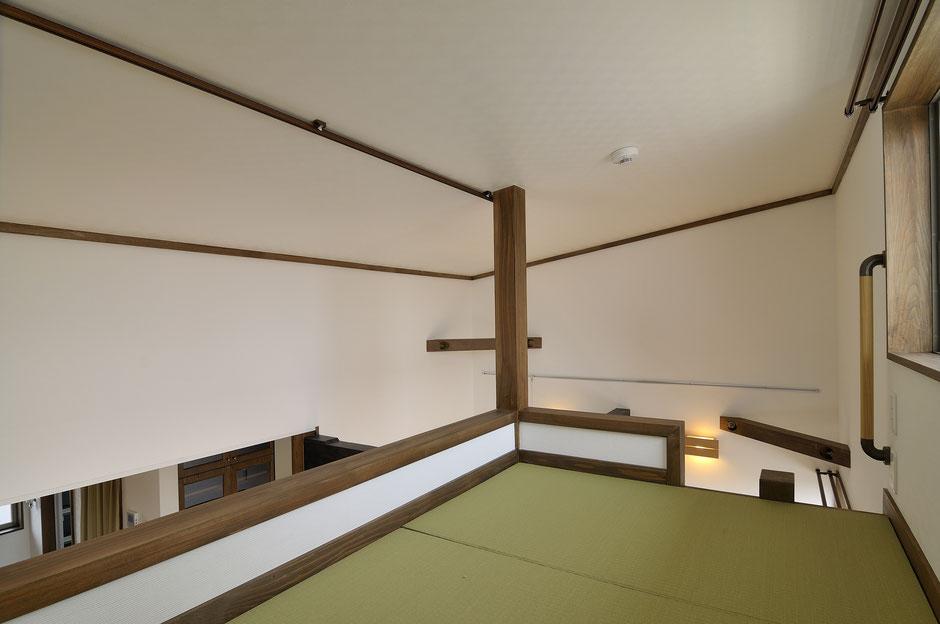バイカーズアパートのロフトは自然素材と畳敷き