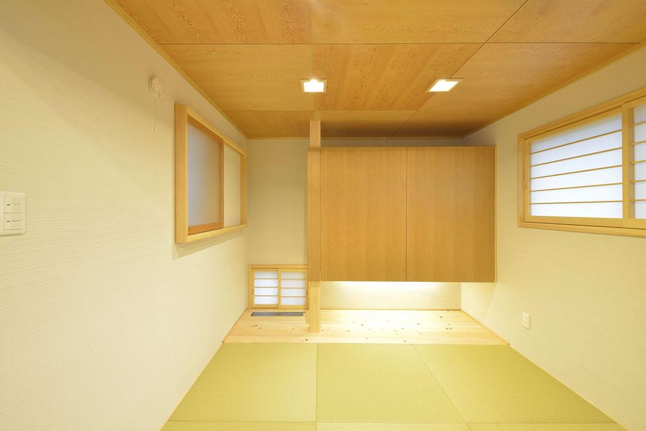 格子のある家の木を感じる温かな和室