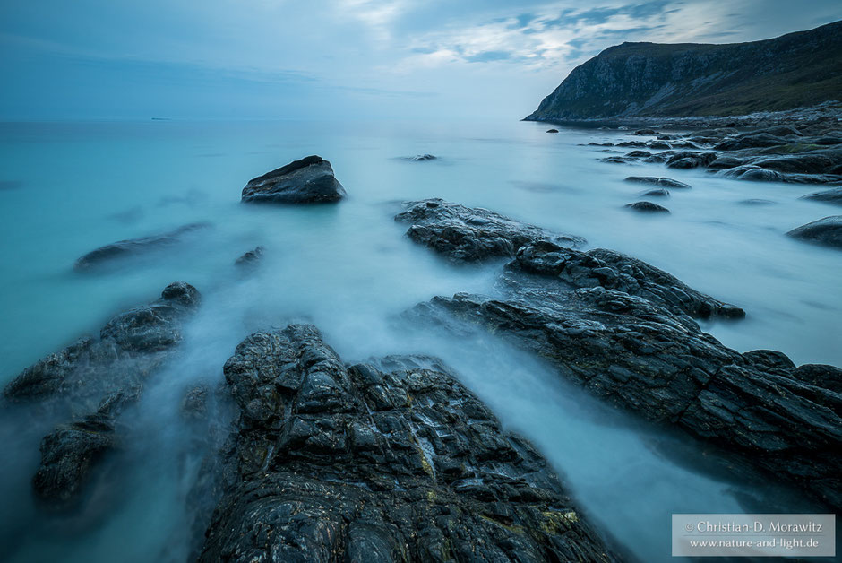 Blaue Stunde an Norwegens Atlantikküste