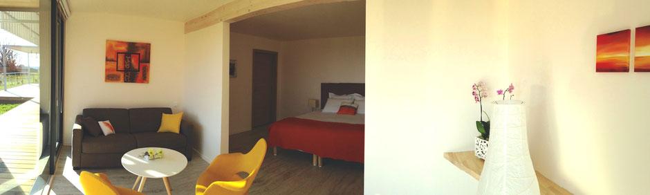 Des tons chaleureux pour cette chambre d'hôte en RDC de la Villa Lascaux