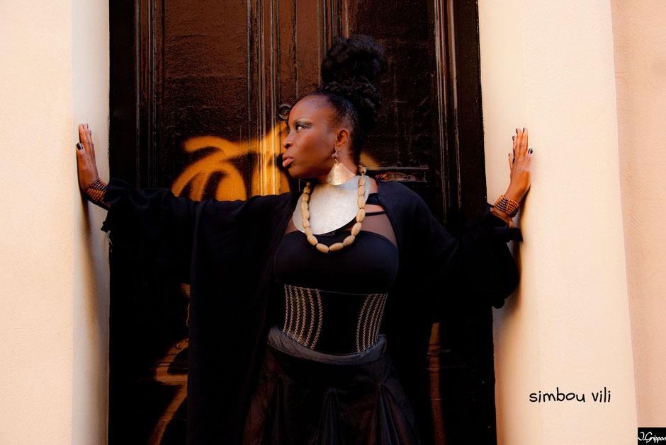 Simbou Vili : Artiste chanteuse musique du monde