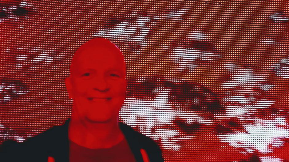 Als Münchner DJ Weltweit zu Event und Party aller Art gebucht. In den 60gern geboren und seit 1980 im Musik Bereich aktiv