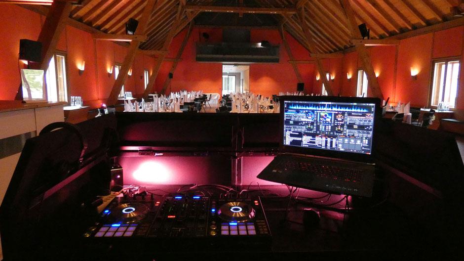 Die Hochzeitsmusik macht der DJ