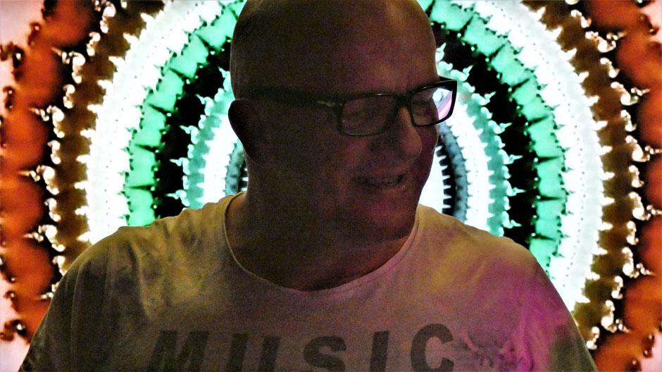 Wie lange kann heut zu Tage ein DJ professionell als Discjockey aktiv sein?