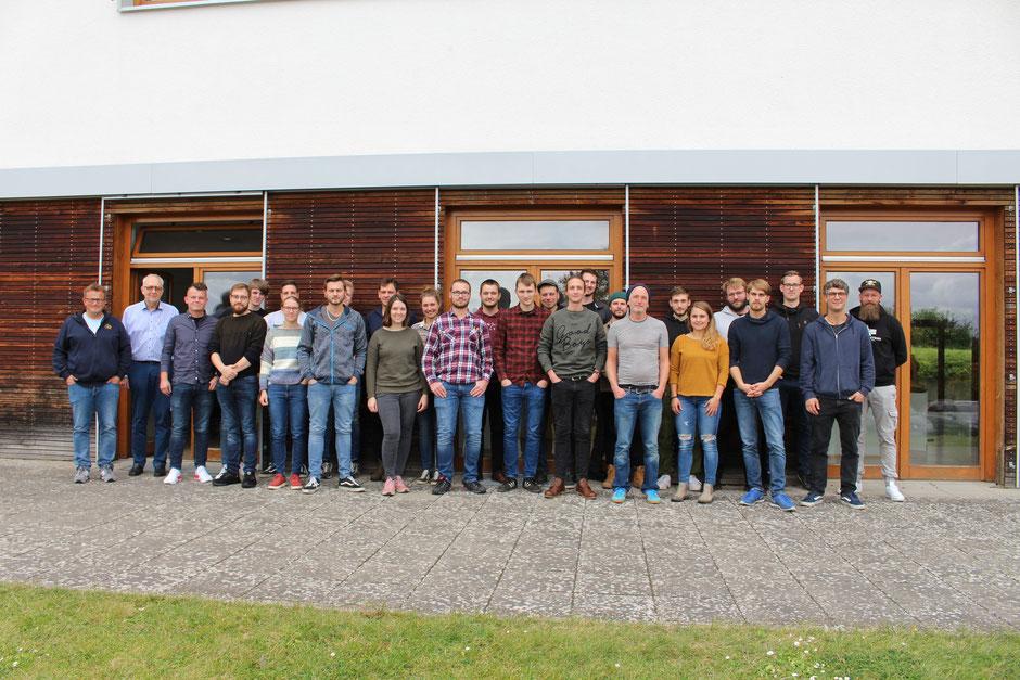 Die 22 neuen Schüler haben am 1. März 2021 mit dem Meisterlehrgang an der Holzfachschule Bad Wildungen begonnen. (Foto: HFW)