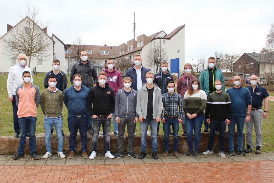 Die 16 neuen Schülerinnen und Schüler haben am 8. März 2021 mit dem Meisterlehrgang an der Holzfachschule Bad Wildungen begonnen. (Foto: HFW)