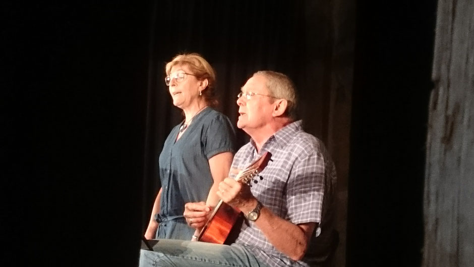 ...das erst richtige kleine Konzert als Duo, Ingrid Kranz und ich - und alles lief traumhaft gut, unser Stimmen klingen wunderbar zusammen, insbesondere bei den a capella - Stellen  (sorry, für das Eigenlob, aber es ist einfach so ...)