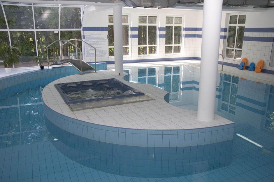 whirlpool in schwimmhalle