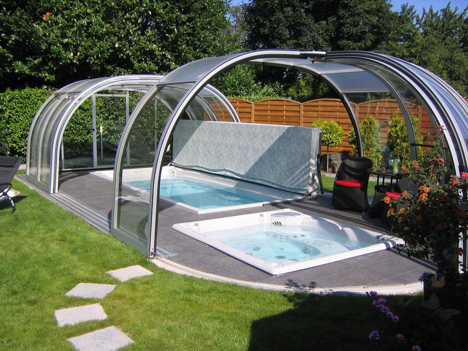 schwimmspa mit whirlpool und überdachung