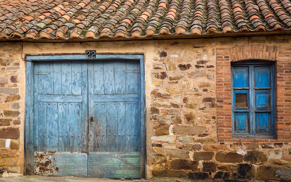 Murias de Rechivaldo, Léon, Spanien, Architektur, Türen und Fenster, Türen, Fenster, Fassaden, Alte Türen