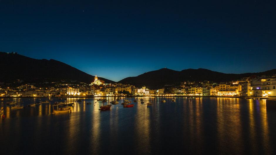 Cadaqués, Spanien bei Nacht, Architektur, Skylines, Cityscape, Stadt bei Nacht