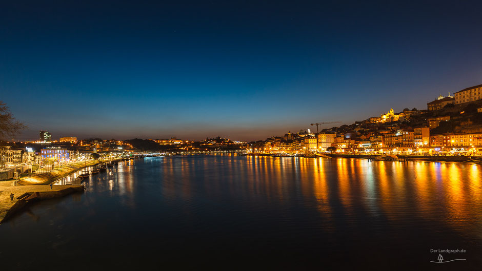 Skyline Porto, Portugal bei Nacht