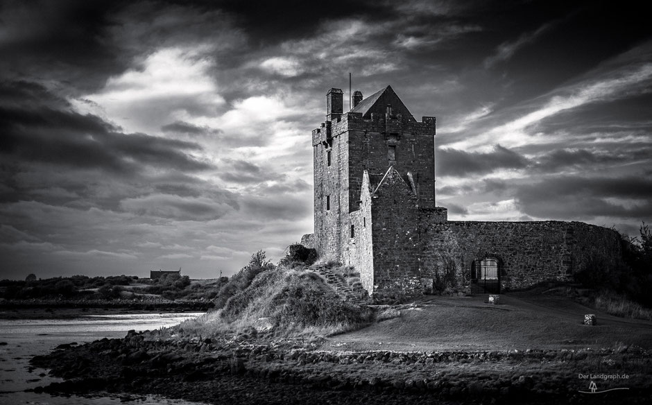 Dunguaire Castle in der Galway Bay in Kinvarra in Irland
