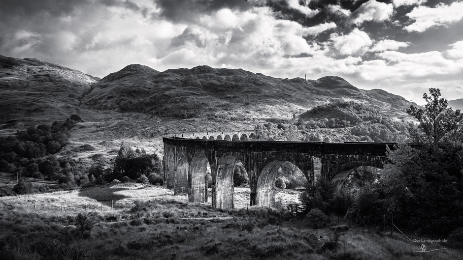 Glenfinnan Viadukt an der Eisenbahnstrecke von Fort Williams nach Mallaig in den Highlands von Schottland