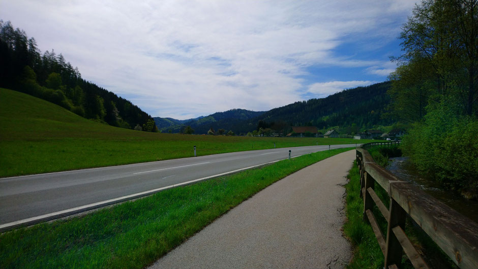 Stanzertal, Schanzsattelstraße, Radweg, Stanzerbach, Frühlingswiesen
