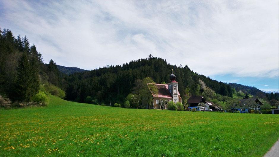 Stanzertal, Frühlingswiesen, Ulrichskirche
