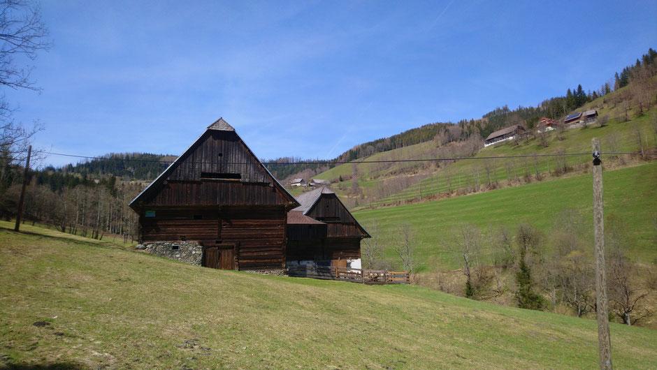 Pretalsattel, Bergbauernhöfe, Frühjahrsgrüne Wiesen, Hochsteiermark, Radtouren, Österreich, Alpen