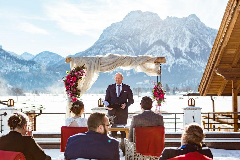 Freie Trauung Schwangau Schloss Neuschwanstein English WEdding Ceremony Wedding celebrant Speaker officiant Thomas Hoffmann Trauredner Schwangau