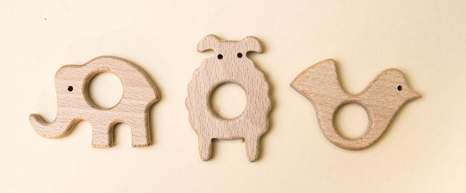 Greifringe mit Tiermotiv aus Holz von Wooltwist zum Selberbasteln von Babyrasseln