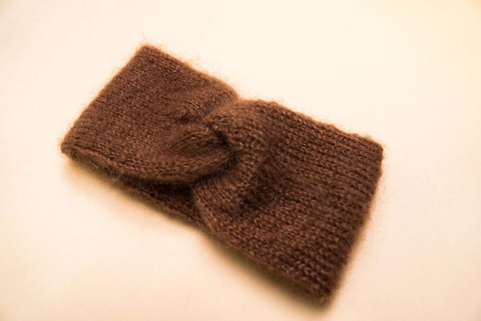 Stirnband aus Mohair Seide zum Selberstricken mit dem Strickset von Wooltwist inkl. Wolle, Nadeln und Anleitung