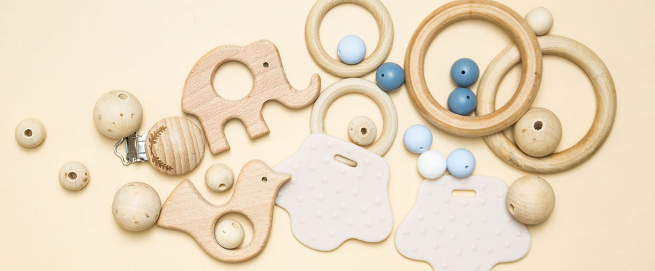 Greifringe, Beissringe, Holzperlen und Schnullerclips zum Selberbasteln -  Baby DIY Accessoires bei Wooltwist