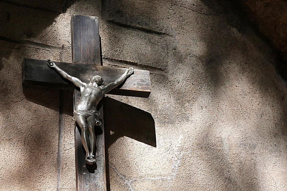 Crucifix. La Sainte-Chapelle. Contamines-Montjoie. Haute-Savoie.
