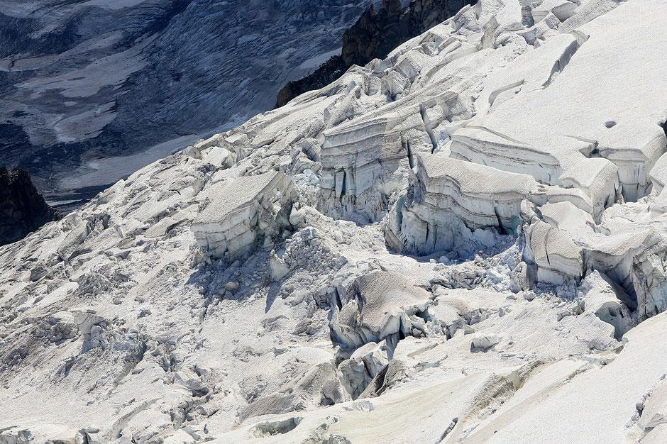 Séracs suspendus. Le glacier des Rognons. Les Grands Montets (3.300 m). Argentière. Haute-Savoie.