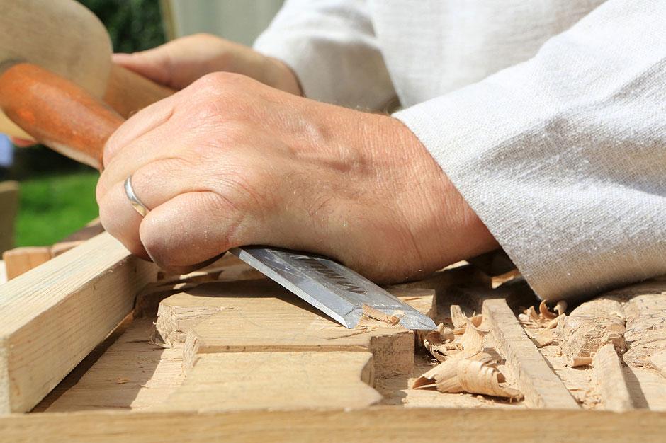 Sculpteur sur bois. Les médiévales de Praz-sur-Arly. 2014. Haute-Savoie.
