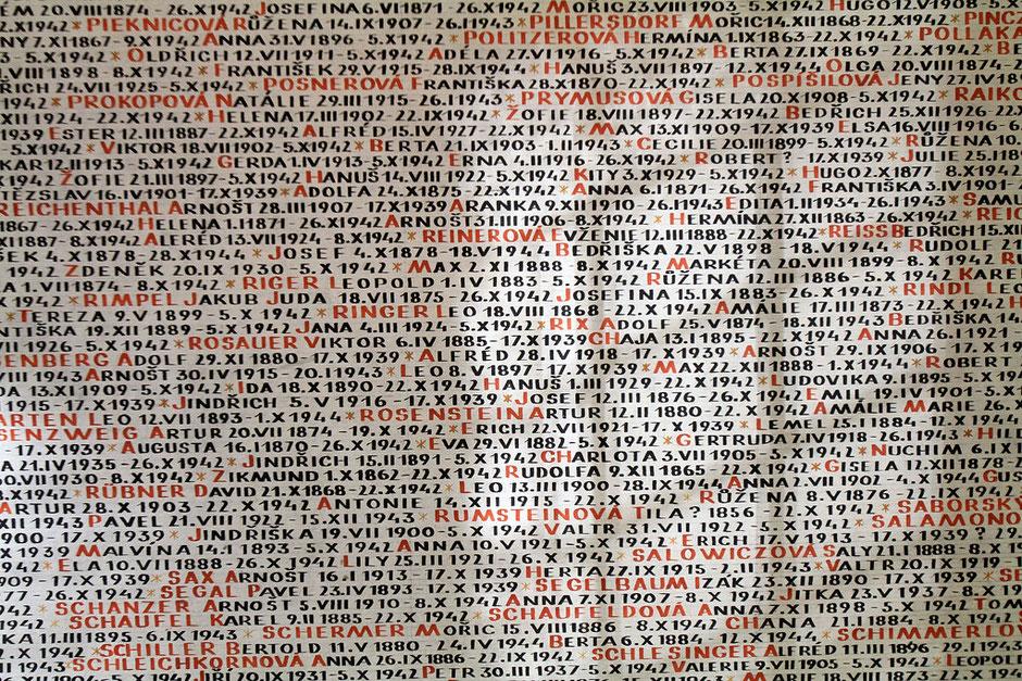 Noms des victimes tchécoslovaques de la Shoah. Synagogue Pinkas. Prague.