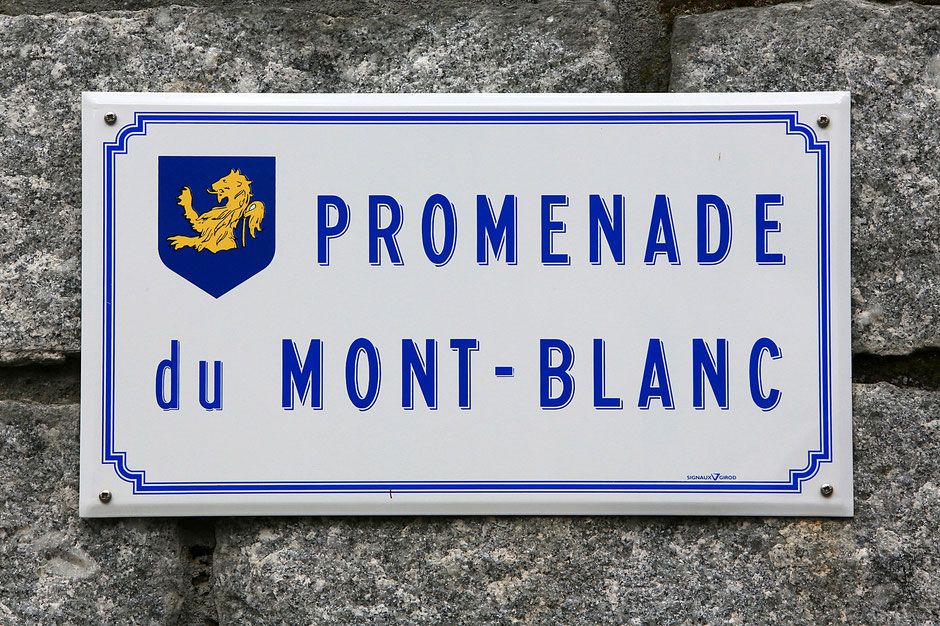 """Plaque de rue : """"Promenade du Mont-Blanc."""" Saint-Gervais-les-Bains. Haute-Savoie."""