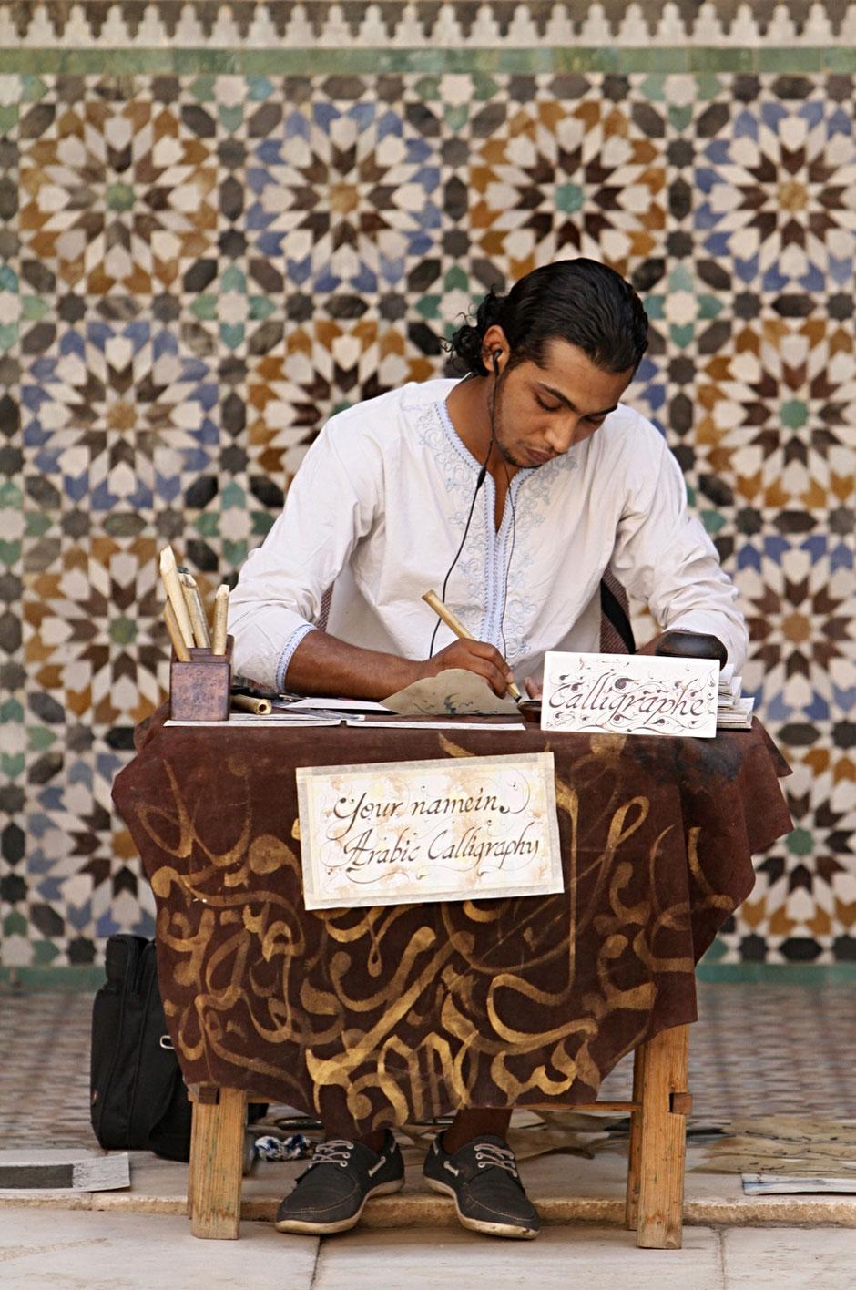 Calligraphe. Medersa Ben Youssef. Ecole coranique.