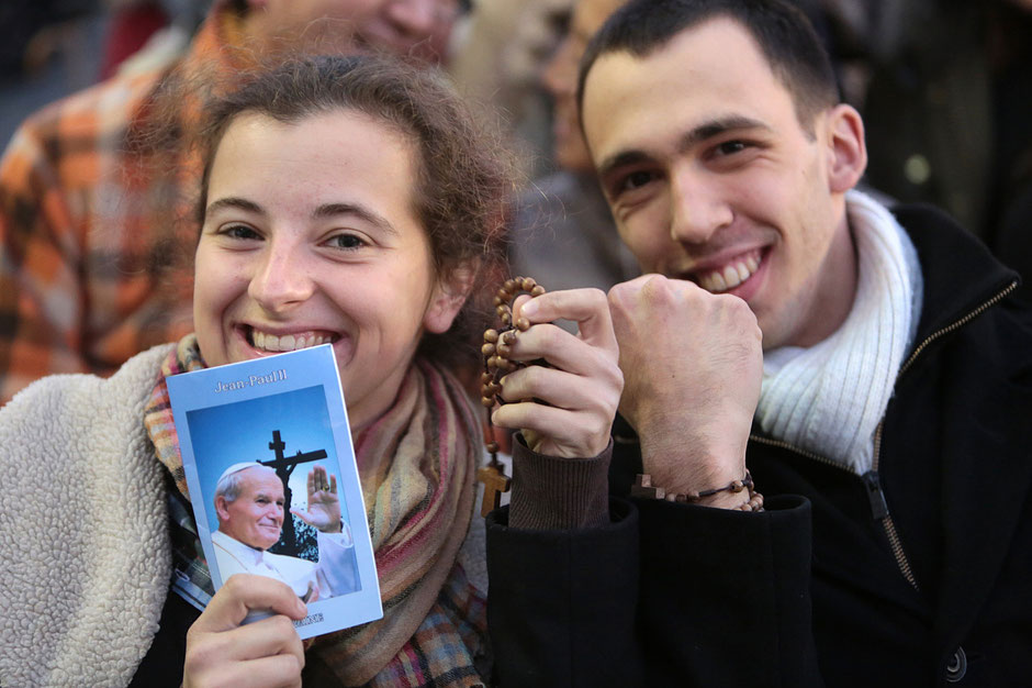 Taizé - European Meeting in Rome. St Perter's square. Prayer vigil.