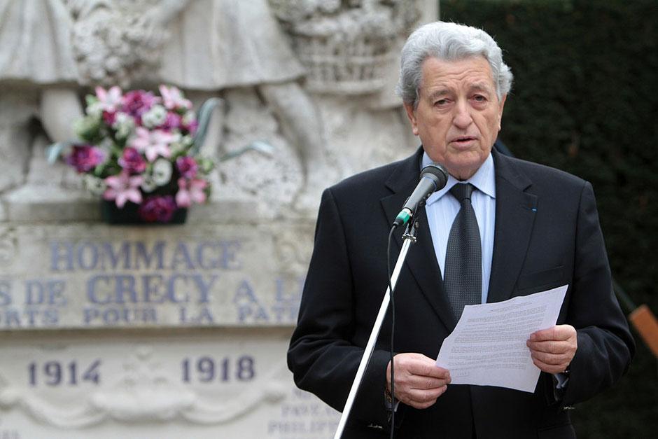 Cérémonie du 11 novembre 2011. Michel Houel, Sénateur et Maire de Crécy-la-Chapelle. Seine-et-Marne.