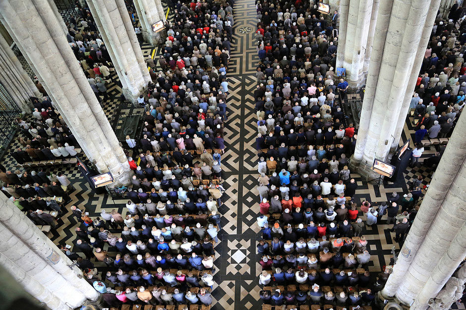 Believers Assembly. Episcopal ordination. Amiens Cathedral.