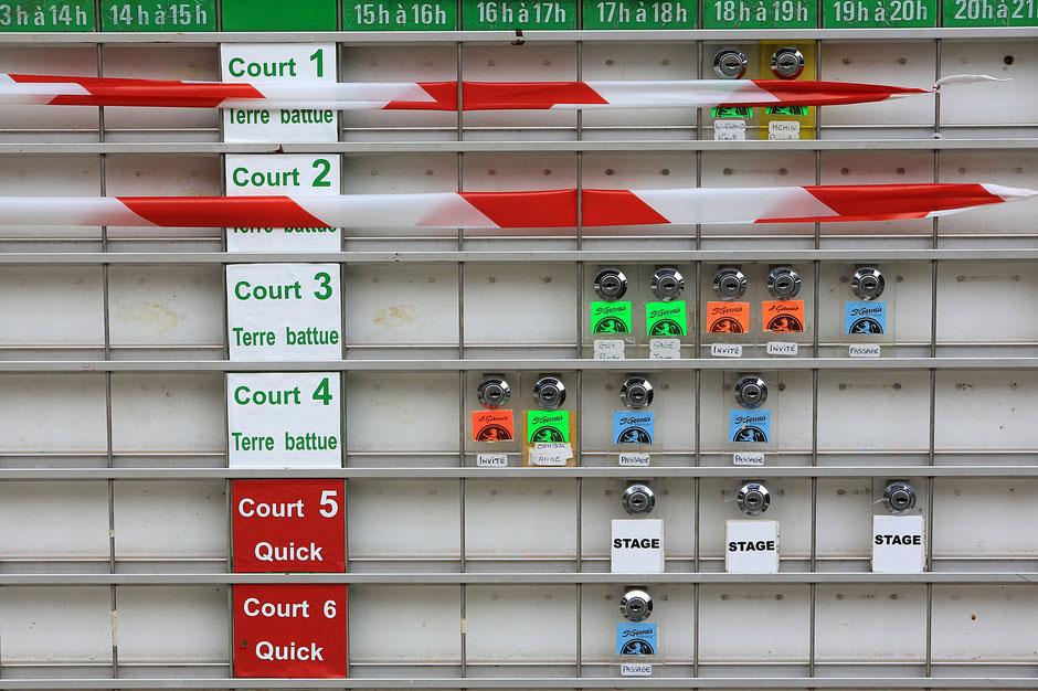 Tableau de réservation des courts de tennis. Saint-Gervais-les-Bains. Haute-Savoie.