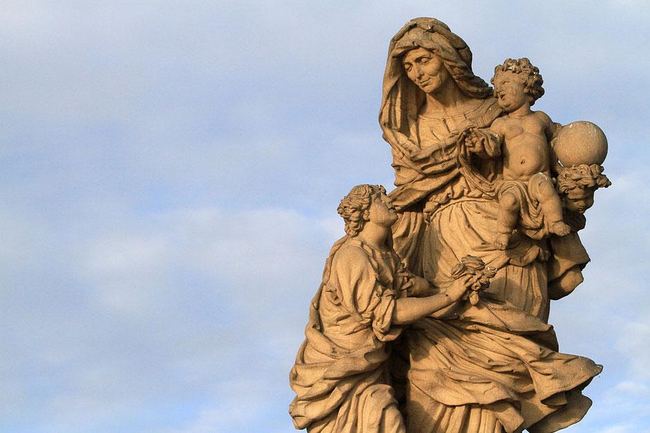 La Vierge Sainte-Anne. Pont Charles. Prague.