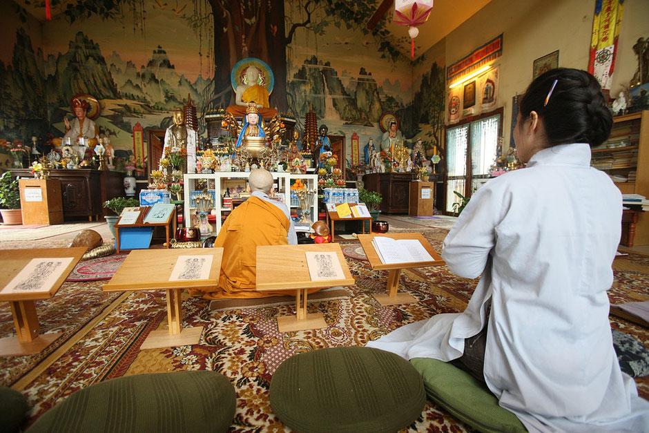 Cérémonie Bouddhiste. Temple Tu An - Bonnevile. Haute-Savoie.