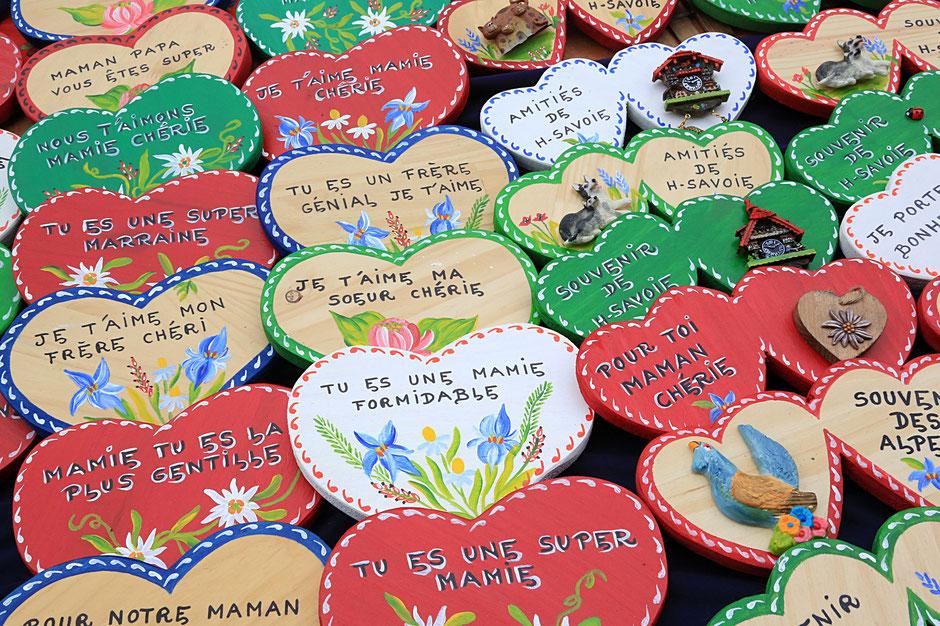 Coeurs en bois décoratifs. Saint-Gervais-les-Bains. Haute-Savoie.