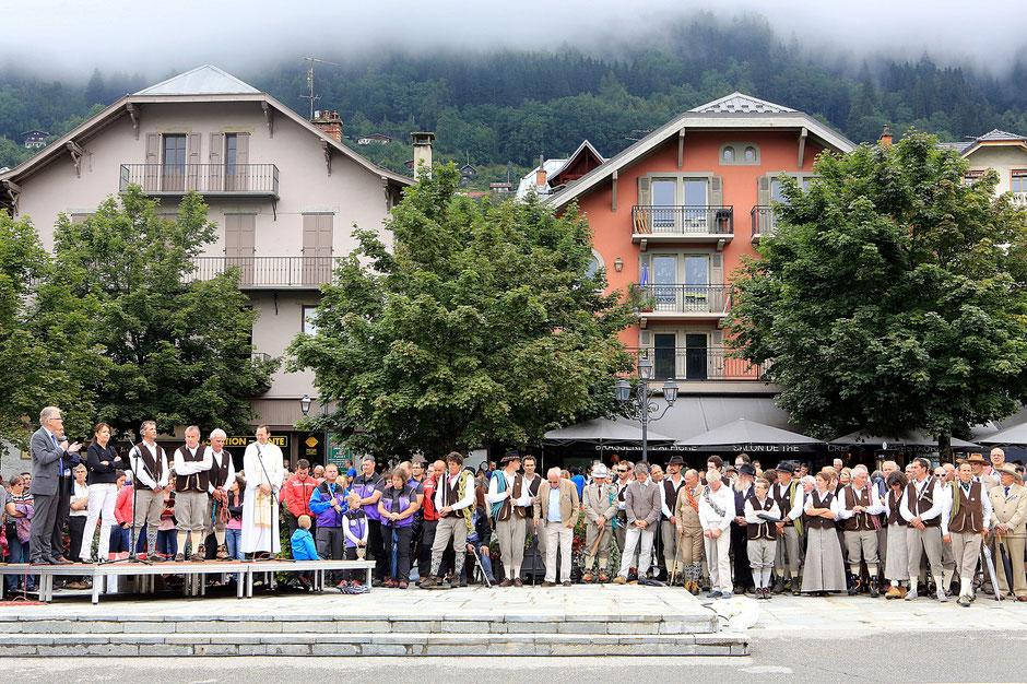 Tenue traditionnelle. Compagnie des guides de Chamonix. Fête des Guides du Val Montjoie. Anniversaire de la Compagnies des Guides. 150 ans au sommet. Saint-Gervais-les-Bains.