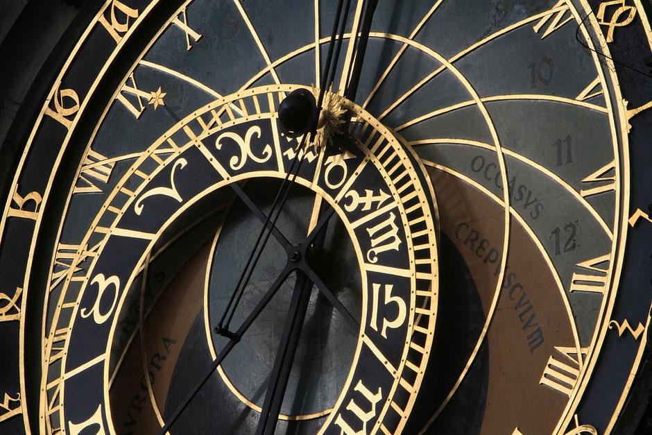 L'horloge astronomique. La Tour de l'Horloge. Place de la Vieille Ville. Prague.