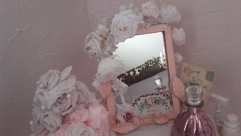 guirlande blanche autour miroir