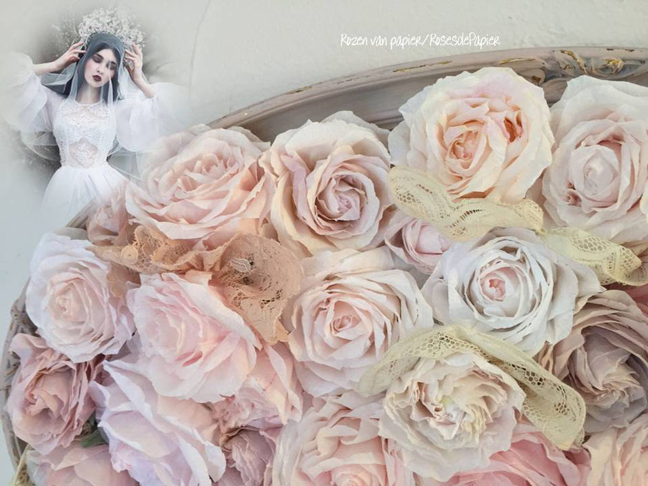 roses en papier dans cadre