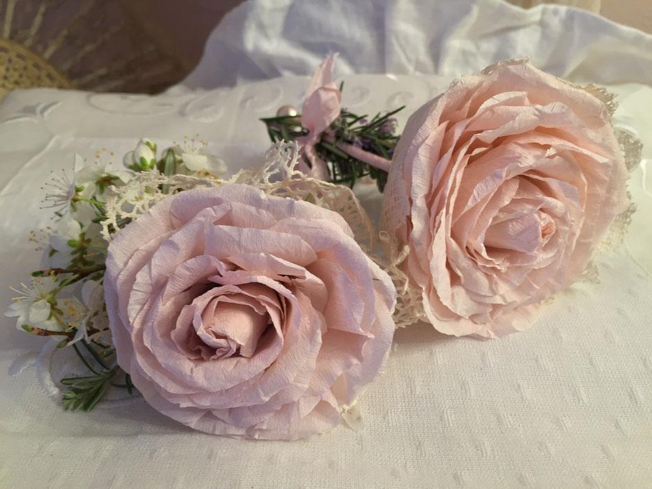 Vous allez confectionner des roses en papier, décoré avec de la dentelle et herbes provençale ou petites fleurs.