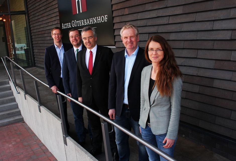 Hermann Wocken (Samtgemeindebürgermeister Dörpen), Jan Peter Bechtluft (Bürgermeister Stadt Papenburg), Andreas Damke (Projektentwickler), Heinz-Hermann Lager (Wirtschaftsförderung Dörpen) und Sabrina Wendt (Wirtschaftsförderung Papenburg).