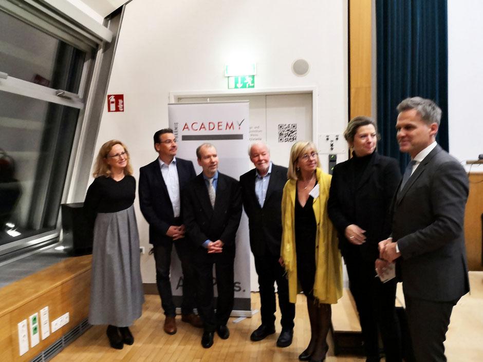 v.l.n.r Karin Schmid-Scherzer, Stefan Kähler, Till Voigtländer, Günther Wanke, Ruth Ladenstein, Simona Martin, Tarek Leitner